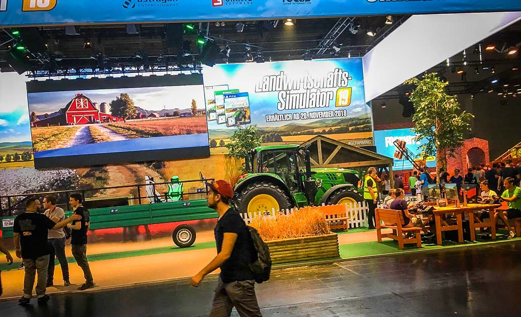 Le stand Farming Simulator 19 dans le Hall 8 de la GamesCom a fait le plein de visiteurs.